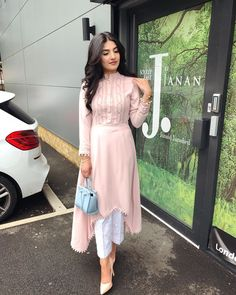 Fancy Dress Design, Stylish Dress Designs, Stylish Dresses For Girls, Pakistani Dresses Casual, Indian Gowns Dresses, Pakistani Dress Design, Grunge Style, Soft Grunge, Indian Designer Outfits