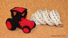 kleiner, roter, gehäkelter Traktor mit Fahrerkabine von #weanerantn Baby Shoes, Earrings, Kids, Jewelry, Fashion, Little Red, Tractor, Ear Rings, Young Children
