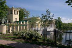 Pavillon Tsarine - Île Tsarine - Parc Kolonistsky - Peterhof - Construit de 1841 à 1844 par ordre de Nicolas Ier pour son épouse par l'architecte Andreï Stackenschneider.