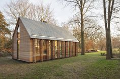 In the rural area north of Utrecht a compact recreation house has been realized. The house is constructed in wood and opens its façade with window shutters towards the green garden. The design has been realized by a special collaboration...