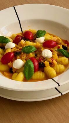 10x verrassend.pasta: zuiderse gnocchi met gele paprika. De afsluiter van deze overzichtsserie. Van de foto alleen al krijg ik honger! #gnocchi #vegetarian #gerechtenweb #pasta