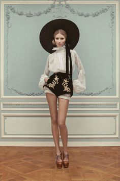 Prinzessin der Schwerter - For Vogue fashion Vogue Russia ( Styling & interior, St. Petersburg)