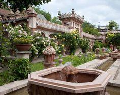 A noter : Les jardins secrets ont obtenu en 1997 le Trophée du Tourisme Vert & le prix Vacances en France.