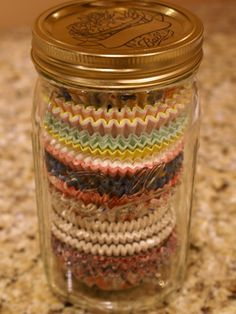 50 Great Mason Jar Ideas- Easy Uses for Mason Jars - Country Living Cupcake Liner Storage Have a ton of leftover cupcake liners lying around? Fun fact: Mason jars are the PERFECT size for keeping them organized. Mason Jar Projects, Mason Jar Crafts, Diy Projects, Mason Jar Sconce, Cupcake Liner Storage, Cupcake Liners, Cupcake Holders, Cupcake Wrappers, Bottles And Jars