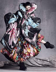 artofashion: Tao Okamoto wearing Yohji Yamamoto photographed by Luigi & Iango for Vogue Japan September 2014 Tao Okamoto, Foto Fashion, Fashion Art, Editorial Fashion, Fashion Design, Fashion News, High Fashion, Carolyn Murphy, Giovanna Battaglia
