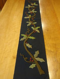 Holly Vine table runner designed by Maggie Bonanomi Wool Applique Quilts, Wool Applique Patterns, Wool Quilts, Wool Embroidery, Felt Applique, Sewing Patterns, Wool Mats, Christmas Applique, Christmas Quilting