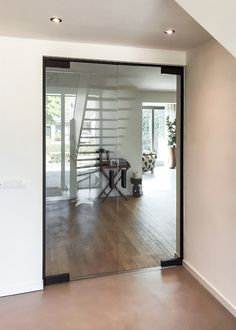 Dubbele glazen deur met zwarte scharnieren Tempered Glass Door, Internal Doors, Oversized Mirror, New Homes, Living Room, Office Ideas, Inspiration, Furniture, Design