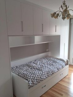 White lacquered room with trundle bed and built-in wardrobe in bridge. Catalog of furniture for the room – Arijoios Geijo in Bilbao Source by . Small Bedroom Interior, Small Bedroom Furniture, Bedroom Closet Design, Small Room Bedroom, Bedroom Decor, Ikea Bedroom Storage, Mirrored Bedroom, Small Bedroom Designs, Kids Room Design