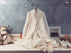 A cotton jacket... which makes you dream of the day it has been washed and worn to softness... #eggshop #eggtrading #cotton #white #cream #summerjacket #longjacket #caseycasey #petticoat #silk #papercotton #twill #springsummer2018 #ss18