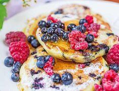 Gofry belgijskie - Najlepsze przepisy   Blog kulinarny - Wypieki Beaty Cheddar, Pancakes, Breakfast, Ethnic Recipes, Food, Morning Coffee, Cheddar Cheese, Crepes, Griddle Cakes