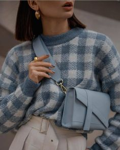Comment porter un pull avec style ? - A la Mode - Home Accessories Mode Outfits, Trendy Outfits, Fashion Outfits, Womens Fashion, Fashion Trends, Fashion Ideas, Fashion Clothes, Summer Outfits, Layered Outfits