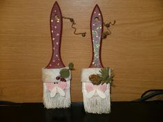 Easy Christmas Ornament to make from Paintbrushes!