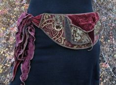Antique red - Festival Pocket Belt - Utility belt via Etsy Diy Fashion, Ideias Fashion, Womens Fashion, Renaissance Costume, Renaissance Fair, My Sun And Stars, Hip Bag, Hip Purse, Gypsy Style