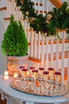 A Country-Chic Christmas – Mobile Bay – December 2012 – Alabama … Great idea: … - Noel - christmas Christmas Open House, Merry Little Christmas, Christmas Home, Christmas Holidays, White Christmas, Christmas Ideas, Simple Christmas, Primitive Christmas, Country Christmas