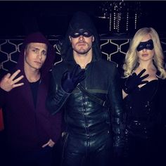 Colton Haynes, Stephen Amell and Caity Lotz Behind the scenes Arrow The Cw Shows, Dc Tv Shows, Arrow Cast, Arrow Tv, Speedy Arrow, Arrow Season 3, Stephen Amell Arrow, Team Arrow, Arsenal Arrow