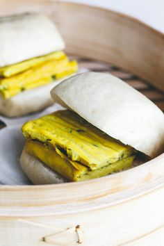 Mantou with vegan scallion omelette