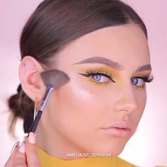 makeup video How To Apply Makeup Like A Pro Dewy Makeup Look, Bright Eye Makeup, Makeup Eye Looks, Eye Makeup Steps, Beautiful Eye Makeup, Blue Makeup, Diy Makeup, Colorful Makeup, Simple Makeup