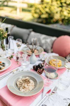 Zašto volimo: talijanski restoran Il Secondo. Table Decorations, Drink, Food, Home Decor, Beverage, Decoration Home, Room Decor, Essen, Meals