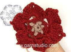How to crochet the Christmas flower in DROPS Extra 0-1068