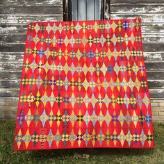 Glitter' pattern by @jenkingwell from her book Quilt Lovely. Hand and machine pieced, machine quilted and hand tied. #glitterquilt #redglitterquilt #cathmoselymade2017 #quiltlovely #jenkingwelldesigns
