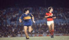 2 Flamengo de Zico (dir.) enfrenta o Boca Júniors de Maradona (esq.) no Maracanã, em 1981