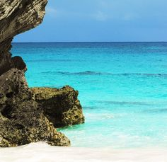With it's cerulean waters, #Bermuda is a no-brainer for a #romantic #island #getaway.