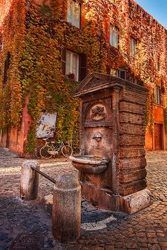 This is an example of the different fountains that are located in Rome streets. The hydraulic system was one of the most important works of Roman Empire. Places In Italy, Places To See, Siena Toscana, Visit Rome, Rome Florence, Empire Romain, Drinking Fountain, Ancient Rome, Roman Empire