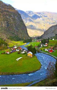 Çocukken Resmini Çizdiğimiz Ortasından Nehir Geçen Köy Bulunmuş!
