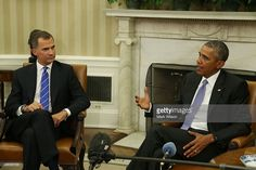 US President Barack Obama (R) speaks while King Felipe VI of Spain listens during a bilateral meeting in the Oval Office at the White House September 15, 2015 in Washington, DC. King Felipe VI and Queen Letizia are visiting Washington in an effort to reinforce the American-Spanish relationship.