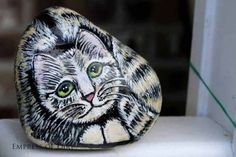 How cute is this gaden art cat? You can make your own garden art painted rocks. Find out which paints to use and follow the step by step instructions for cats, birds, frogs, deer, ladybugs and more.