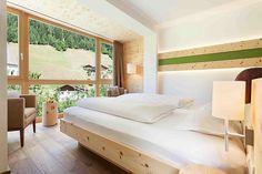 Zirmholzzimmer Naturhotel Rainer neu Die Zirbenholzzimmer im Naturhotel Rainer im Jaufental mit Panoramafenster ins Grüne sind das Beste das Sie in ihren Urlaub in Südtirol gesehen haben. Garantie mit Qualitätssiegel Naurhotel Rainer.