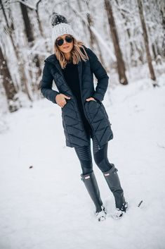 5 Essentials for a Winter Ready Wardrobe (Cella Jane) Snow Outfits For Women, Casual Winter Outfits, Winter Fashion Outfits, Look Fashion, Winter Mode, Cold Weather Outfits, Winter Jackets Women, Outdoor Outfit, Cella Jane