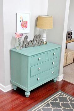 ¡Aquí no se tira nada! Te mostramos imágenes de cómo puedes cambiar cualquier mueble antiguo con un poco de pintura.