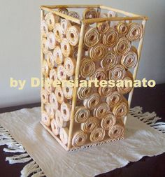 artesanato com jornal - Buscar con Google Recycled Magazine Crafts, Recycled Paper Crafts, Paper Crafts Origami, Cardboard Crafts, Upcycled Crafts, Easy Diy Crafts, Diy Paper, Newspaper Basket, Newspaper Crafts