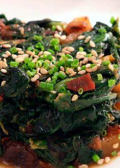 Seaweed Salad, Ethnic Recipes, Food, Sauteed Spinach, Raisin, Stir Fry, Ethnic Food, Cooking, Recipes