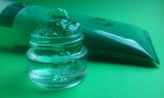 Can I Apply Aloe Vera Gel- To My Skin? Learn Here- Aloe vera gel Usage & Benefits And Side Effects. Aloe Vera Gel, Aloe Vera For Skin, Organic Aloe Vera, Organic Oil, Beauty Blogs, Beauty Room, Leave In, Jojoba, Hair Regimen