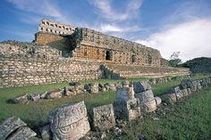 Templo Codz Pop, zona arqueológica de Kabah, Yucatán / Ignacio Guevara
