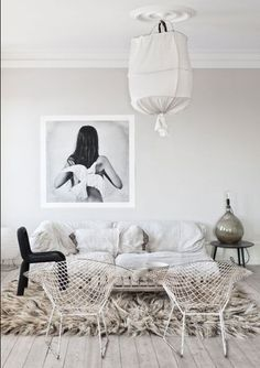 white living room with Bertoia chairs and super shag rug My Living Room, Home And Living, Living Spaces, Cozy Living, Nordic Living, Interior Design Inspiration, Room Inspiration, Thursday Inspiration, Design Ideas