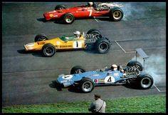 Jackie Stewart (Matra -4-), Denis Hulme (Mclaren -1-), Derek Bell (Ferrari -7-). Monza 1968 GP de Italia de F-1