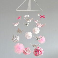 Mobiles de pompon sur pinterest mobiles pom poms et pompons en tissu - Mobile bebe a fabriquer soi meme ...