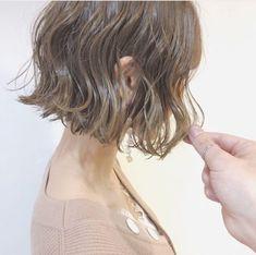 40代の大人女性におすすめのショートボブ|ヘアカタログLALA [ララ] Modern Bob Hairstyles, Haircuts For Wavy Hair, Short Shag Hairstyles, Short Wavy Hair, Bob Perm, Medium Hair Styles, Short Hair Styles, One Length Bobs, Hair Magazine