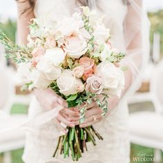 This romantic, neutral bouquet is giving us major spring wedding inspo! | Photography By: Anna Grinets Photography | WedLuxe Magazine | #WedLuxe #Wedding #luxury #weddinginspiration #luxurywedding #bouquet #floral