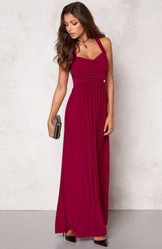 Elegancka, długa sukienka z pięknym drapowaniem. Lejący się dżersej z efektownym połyskiem. Marki Chiara Forthi 239 zł na http://www.halens.pl/moda-damska-nowosci-13895/sukienka-553104