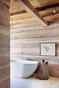 Tour this eco-friendly rammed-earth house in South Africa For passionate environmentalist and interior designer Darryl Freeman, building a self-sufficient rammed-earth house in remote northern Botswana seemed like a natural move. Rammed Earth Homes, Rammed Earth Wall, African House, Tadelakt, Natural Homes, Natural Building, Earthship, Australian Homes, Sustainable Architecture