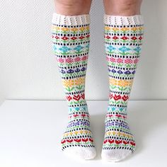 DK - Ravelry: Taimitarhan Kukkasukat pattern by Niina Laitinen Fair Isle Knitting, Knitting Socks, Hand Knitting, Knitting Patterns, Fingerless Mittens, Wool Socks, Striped Socks, Knitting Projects, Knit Crochet