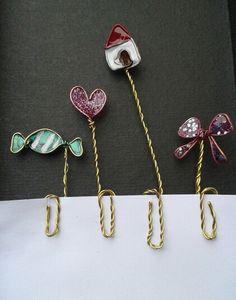 Marcapáginas de alambre y esmalte. Diseño propio. Rosa Blanca.