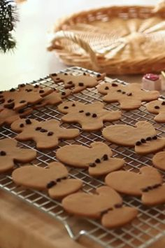 Easy Gingerbread Cookie Recipe that's simple and perfect for kids. A great Christmas cookie recipe that makes a terrific food gift for teachers, babysitters or anyone on your cookie list! Ultimate Sugar Cookie Recipe, Ginger Bread Cookies Recipe, Chewy Sugar Cookies, Best Sugar Cookies, Peanut Butter Cookie Recipe, Cake Mix Cookies, Healthy Cookie Recipes, Dessert Recipes, Easy Gingerbread Cookie Recipe