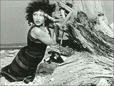 """La aparición de Maya Deren marcará el inicio de lo que se denomina el """"cine experimental"""", un cine surgido en los márgenes de la industria que se interrogará por las posibilidades del nuevo arte."""