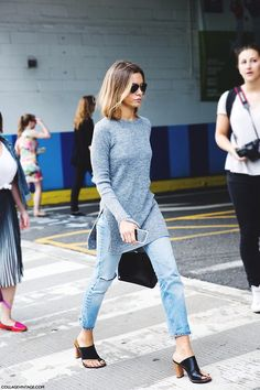 2 Ways: Ribbed Grey Side Slit Sweater With Denim And Mules -- New York Fashion Week Street Style Looks Style, Style Me, Printemps Street Style, Streetwear, Pullover Outfit, Mode Ootd, Denim Look, Casual Outfits, Fashion Outfits