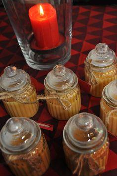 Hunajainen Joulusinappi syntyy kun laitat kattilaan  1 dl sinappijauhetta 1 dl juoksevaa hunajaa 1 dl vispikermaa 1 kpl kananmuna ja kuumennat koko ajan sekoittaen kunnes seos sakenee. Sitten jäähdytä ja lisää 0,5 rkl hunajaviinietikkaa. Tölkitä ja säilytä viileässä. Sinappi säilyy pari viikkoa.